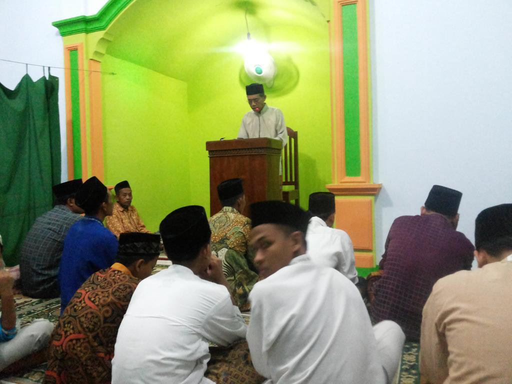 Sholat Sunah Gerhana Bulan Total oleh Warga Jraganan
